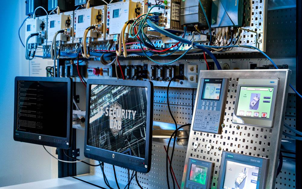 Softwarebasierte Netzwerke in Produktionsanlagen können sich in Zukunft selbstständig konfigurieren. Sie werden dadurch sicher und reaktionsschnell. ©Fraunhofer-Gesellschaft
