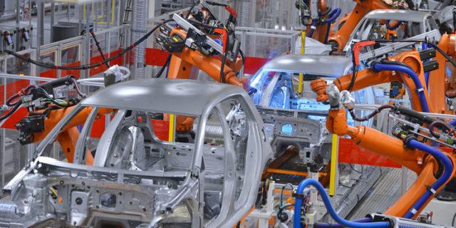 In der intelligenten Fabrik von morgen werden Kundenwünsche in Produktionsabläufe übersetzt.